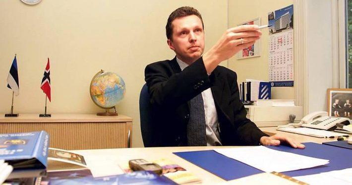 Suursaadik Peep Jahilo oma kabinetis. Foto: Postimees
